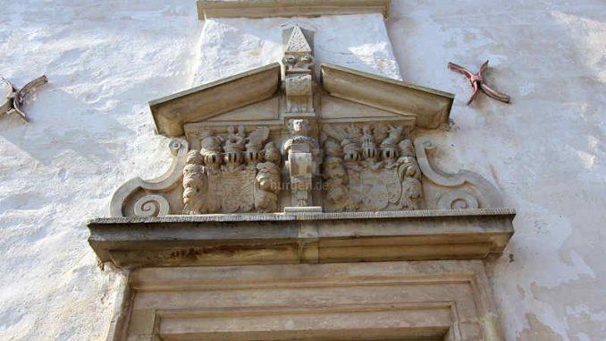 Schloss-Ploetzkau_Wappen_3848