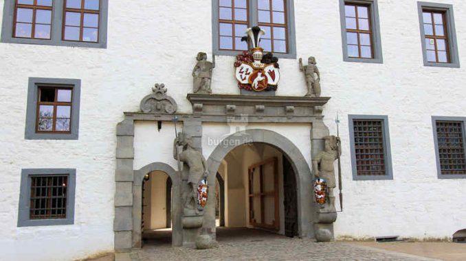 Wolfsburg-Schloss_Haupttor_3977