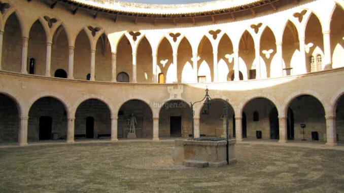 Bellver-Mallorca_Innenhof_1408