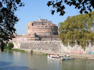 Engelsburg, Rom (Italien) - Blick über den Fluss