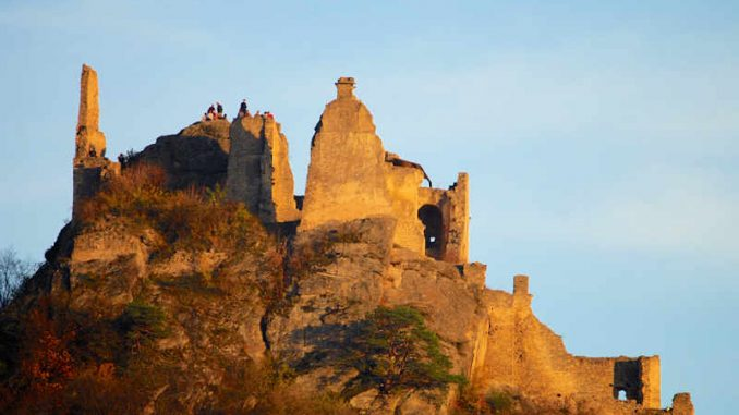 Burg-Duenstein_flickr-CaptainOrange_22479255757_609c0ff626_800