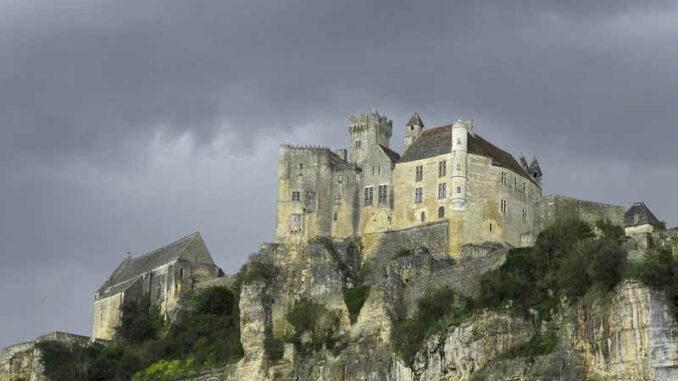 Chateau-de-Baynac_flickr-SebastienFaillon_26451067286_5acc3aa6b1_800