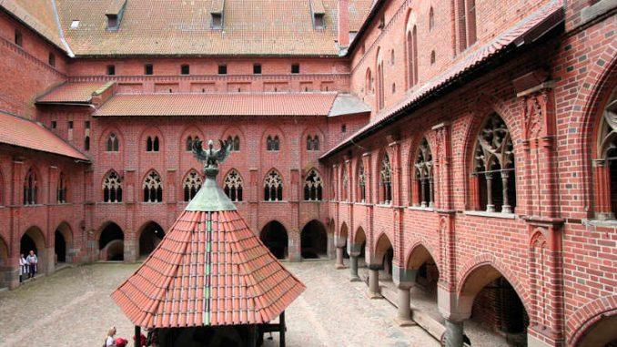 Marienburg_Innenhof_0403