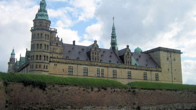 Schloss-Kronburg_Seitenansicht_0869