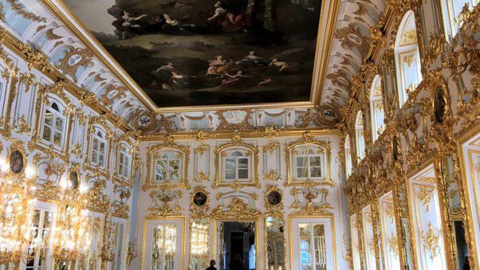 Schloss-Peterhof_Prunksaal_1301