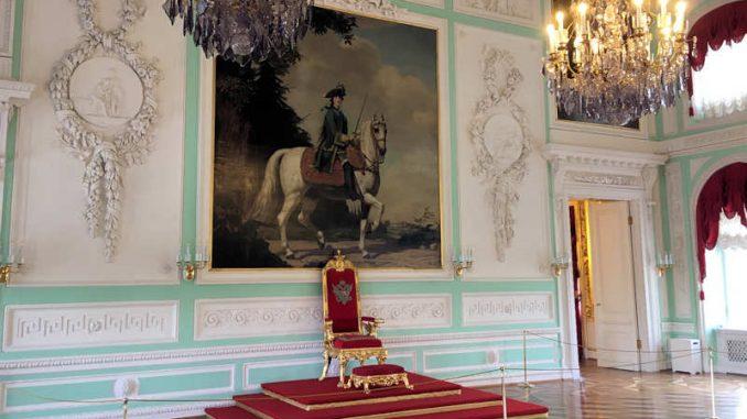 Schloss-Peterhof_Thornsaal_1314