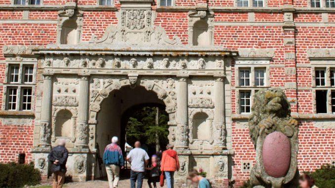 Schloss-Voergaard_Eingangsportal_7576