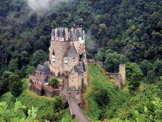 Burg Eltz, Rheinland-Pfalz - Blick von oben