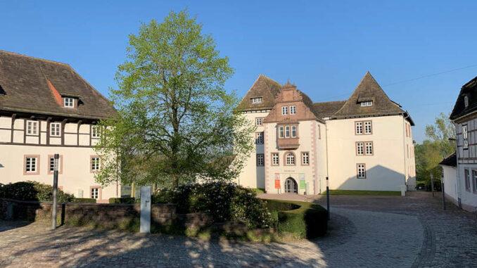 burgen.de_Schloss-Fuerstenberg-Innenhof