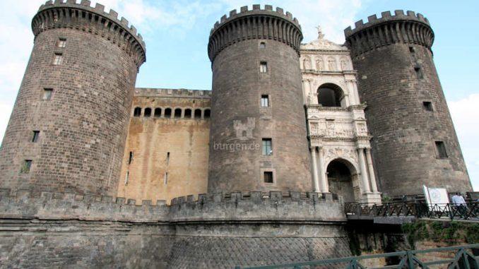 Castel-Nuovo_Neapel_Eingang