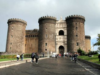 Castel Nuovo, Neapel (Italien) - Haupteingang, frontal