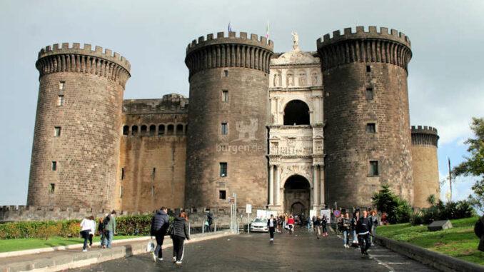 Castel-Nuovo_Neapel_Haupteingang