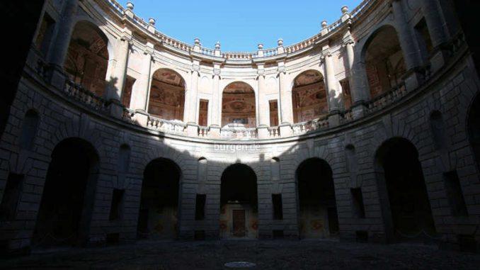 Palazzo-Farnese_Caprarola_Innenhof_9801