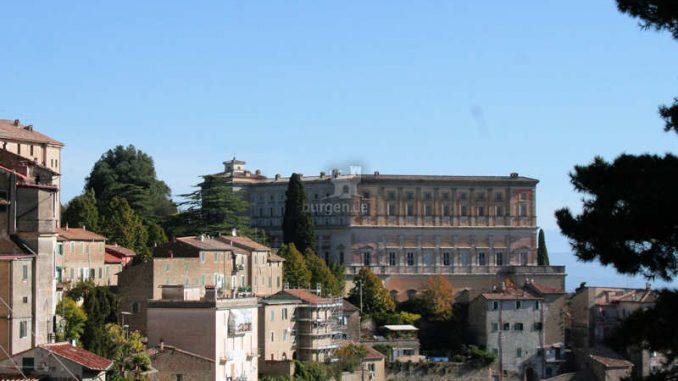 Palazzo-Farnese_Caprarola_Seitenansicht_9777