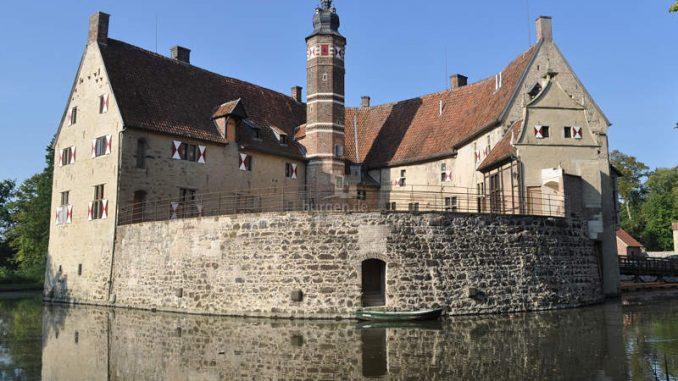 Burg-Vischering_1583835859_Rueckseite_c-Kreis-Coesfeld
