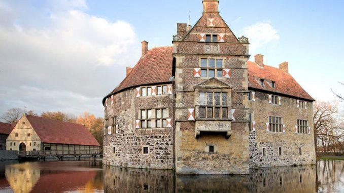 Burg-Vischering_1583835859_Seitenansicht_c-Kreis-Coesfeld
