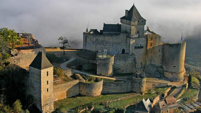 Chateau-Castelnaud_Luftbild_c-Laugery