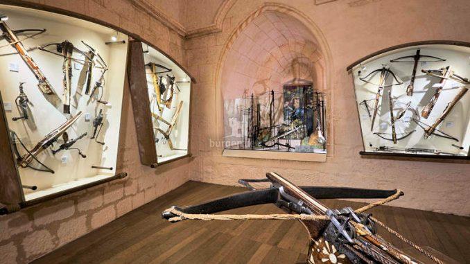 Chateau-Castelnaud_Waffenausstellung_c-BD