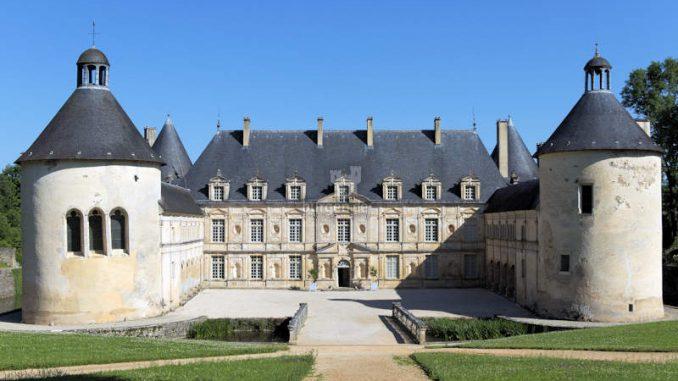 Chateau-de-Bussy-Rabutin_c-Colombe-Clier_Centre-des-Monuments-Nationaux