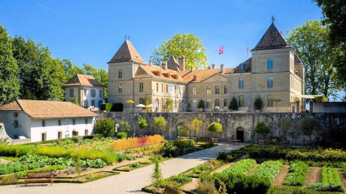 Chateau-de-Pranings_Landseite_1583834835