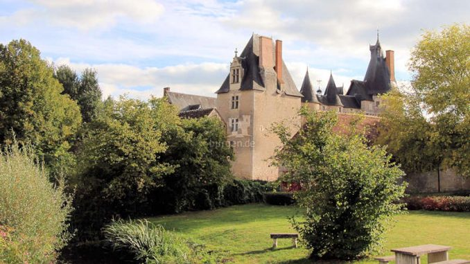 Fougere-sur-Bievre_Rueckseite_6144