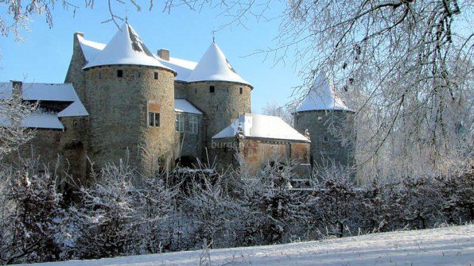 Corroy_LeChateau_Seitenansicht-Winter