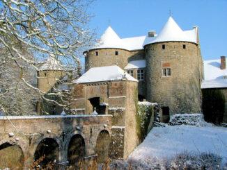 Corroy le Chateau, Belgien - Torhaus im Winter © Les amis du Chateau de Corroy