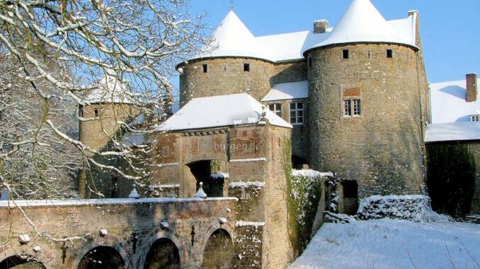 Corroy_LeChateau_Torhaus-Winter