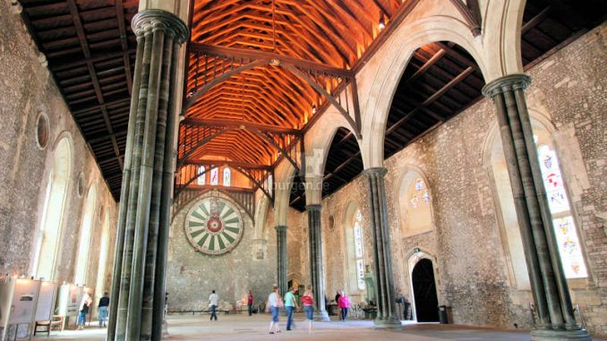 Winchester-Great-Hall_Tafelrunde_1417