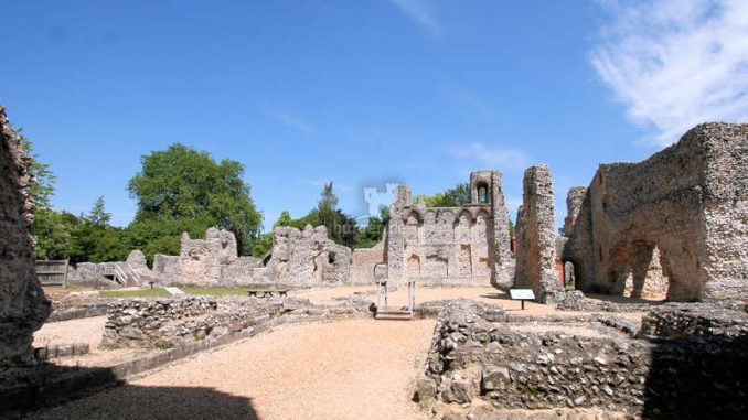 Winchester_Old-Bishops-Palace_Panorama_1396