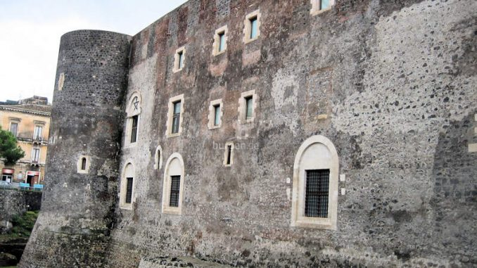 Castello-Ursino_Wallanlage