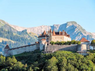 Schloss im Alpenpanorama © Château de Gruyères / Pierre Cuony