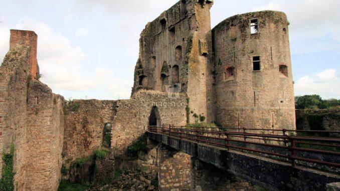 Chateau-de-Clisson_Ansicht-Palas-und-Schildwall_8518