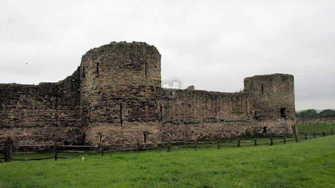 Pevensey-Castle_2-Tuerme