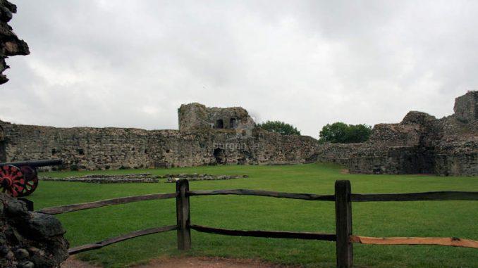 Pevensey-Castle_Innenhof