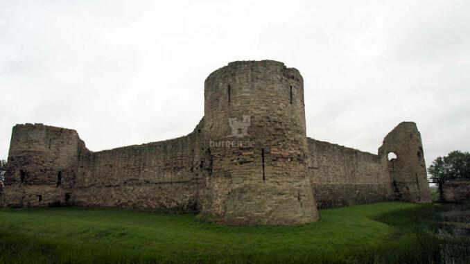 Pevensey-Castle_Seitenansicht