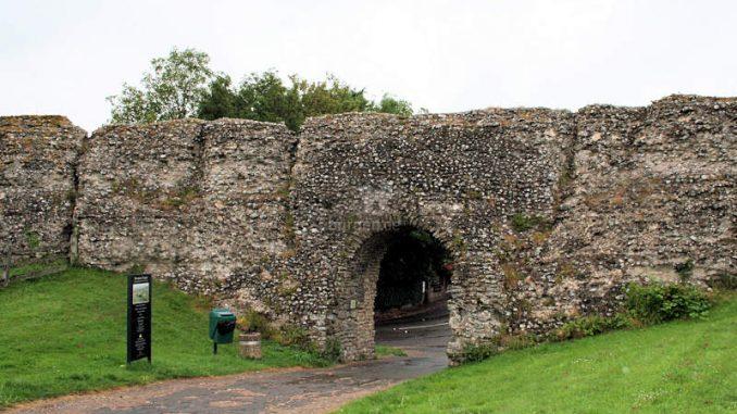 Pevensey-Castle_Torhaus-Vorburg