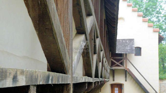 Schloss-Negova_Detail-Wehrgang