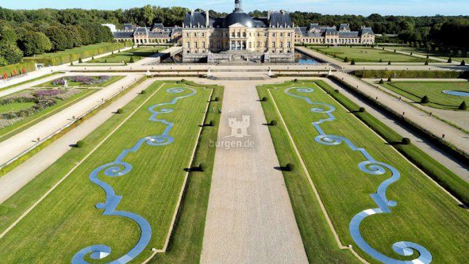 Vaux-le-Vicomte_Luftbild-mit-Park_c-BrunoLepolard