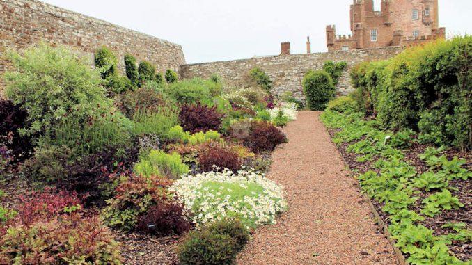 Castle-of-Mey_Gartenanlage