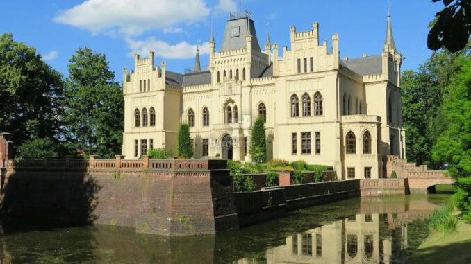 Evenburg_Schlossfront_c-Evenburg