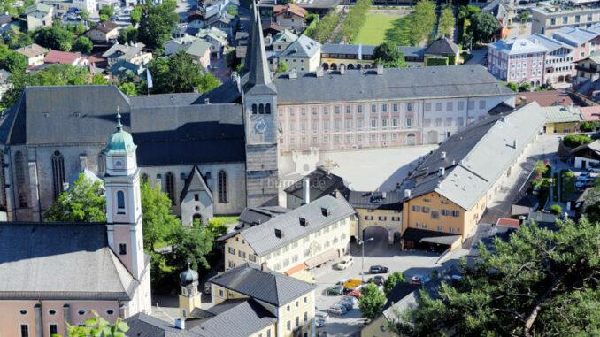 Schloss-Berchtesgaden_Luftbild-Schlossplatz_c-Schloss-Berchtesgaden