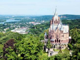 Gesamtansicht aus der Luft © Schloss-Drachenburg gGmbH