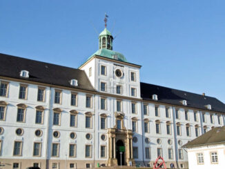 Vorderseite Schloss Gottorf © by Arne List/flickr (CC BY-SA 2.0; cropped, sharpened, recoloured)