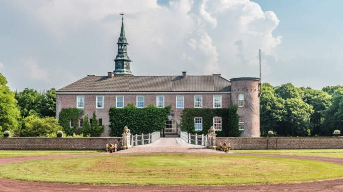 Schloss-Luetetsburg_Eingang_c-Friederike-Hegner