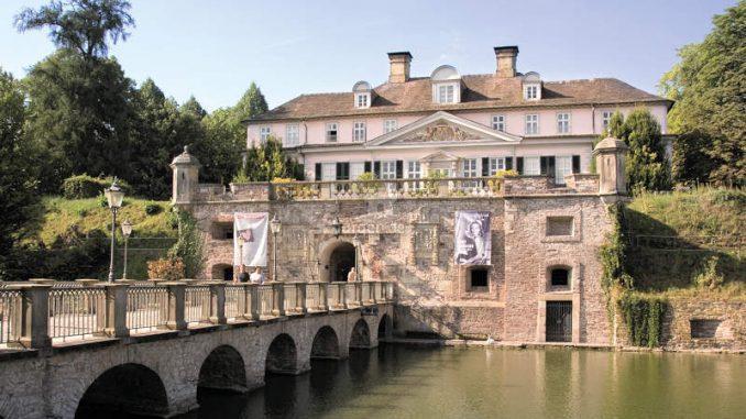 Schloss-Pyrmont_Schlossansicht-mit-Bruecke