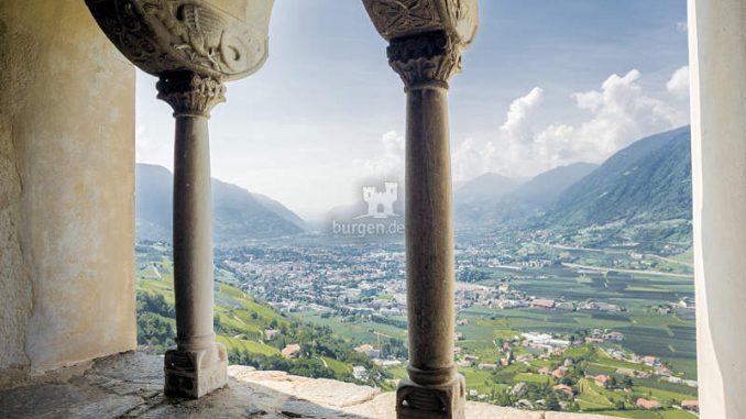 Schloss-Tirol_Blick-aus-dem-Fenster_Angelika-Schwarz
