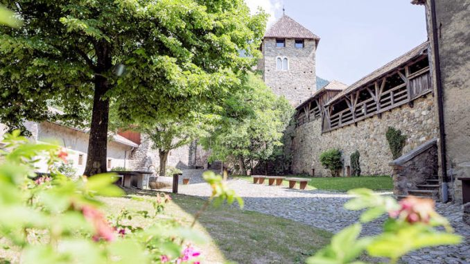 Schloss-Tirol_Innenhof_Angelika-Schwarz