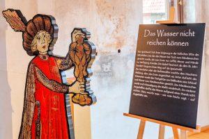 """Veste Heldburg - Ausstellung """"Redewendungen des Mittelalters""""© Foto Bjoern Chilian"""
