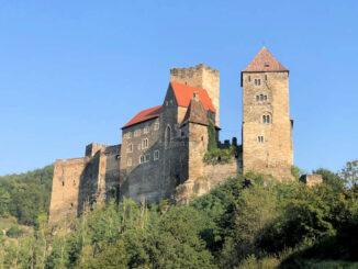 Blick vom Tal zur Burg © Burg Hardegg